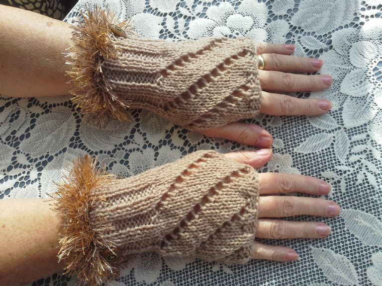 ACORN LATTE - Fingerless glovelettes