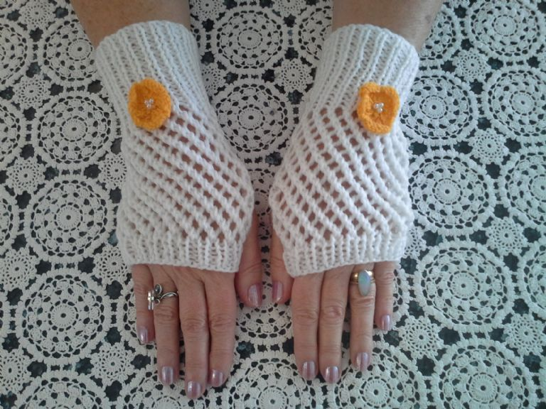 Buttercup Fingerless Mittens/Handsox